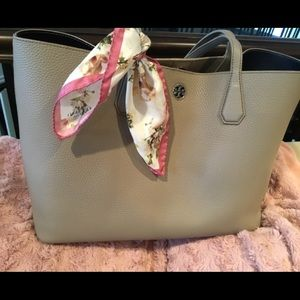 Tory Burch tote bag in excellent condition